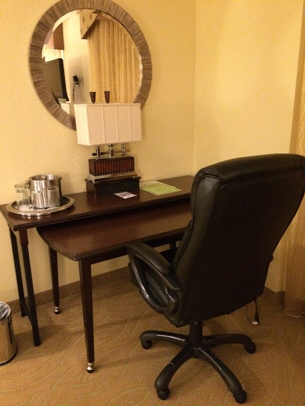 Birmingham Hotel Highland work area desk