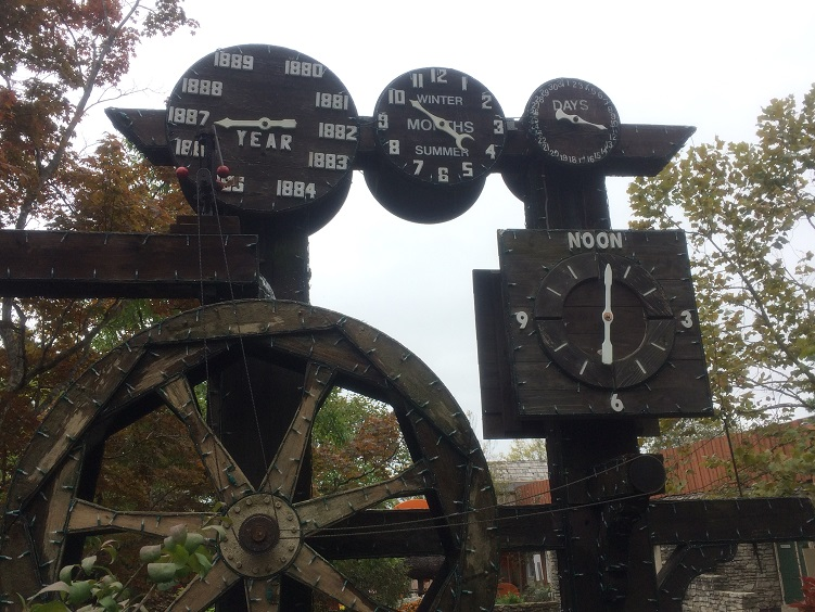 water wheel clock at silver dollar city